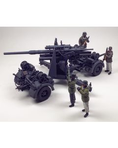WWII German 88mm Gun Firing with Crew Built-Up 1/35 Scale Plastic Model Kit & Figures