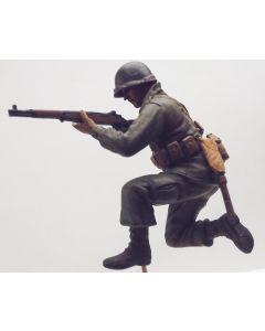 WWII US Infantyman Kneeling with M1 Garand Built-Up 1/35 Scale Model Figure