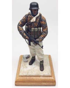 WWII German Soldier with StG44 & Camo Jacket Built-Up Figure on Base 4.5 in Tall